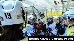 Перший чемпіонат із любительського жіночого хокею між командами зі США та України