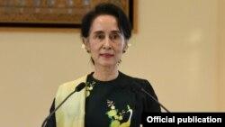 Trong phát biểu được truyền hình toàn quốc, bà Aung San Suu Kyi lặp lại cam kết sẽ sửa đổi hiến pháp của Myanmar.
