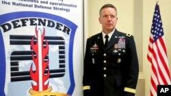 Заместитель командующего армией США в Европе Эндрю М. Ролинг