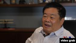 VOA专访中国玻璃大王曹德旺
