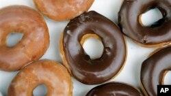 Kue-kue donat yang dijual oleh Krispy Kreme doughnuts di kota Matthews, North Carolina (foto: ilustrasi).