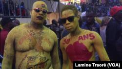 Des mascottes du Fespaco 2019, à Ouagadougou, Burkina, 2 mars 2019. (VOA/Lamine Traoré)