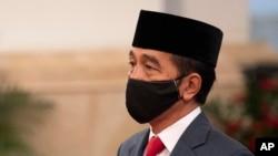 Presiden Joko Widodo memerintahkan Lembaga Pengelola Dana Bergulir Usaha Mikro Kecil dan Menengah (LPDB-UMKM) untuk segera mencairkan dana tambahan sebesar Rp 1 triliun untuk koperasi.(Foto: AP/dok)