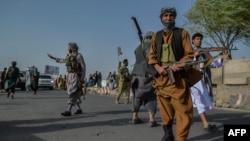 Para milisi Afghanistan bergabung dengan pasukan nasional Afghanistan untuk melawan kelompok Taliban di provinsi Herat (30/7).