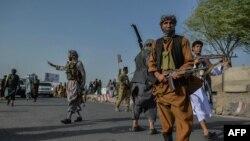 ہرات میں مقامی ملیشیا کے جنگجو بھی افغان فورسز کے ساتھ مل کر طالبان کے خلاف لڑ رہے ہیں۔