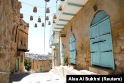 Sebuah jalan di kota Salt, Yordania saat UNESCO memasukkannya sebagai Situs Warisan Dunia, 28 Juli 2021. (Foto: REUTERS/Alaa Al Sukhni)
