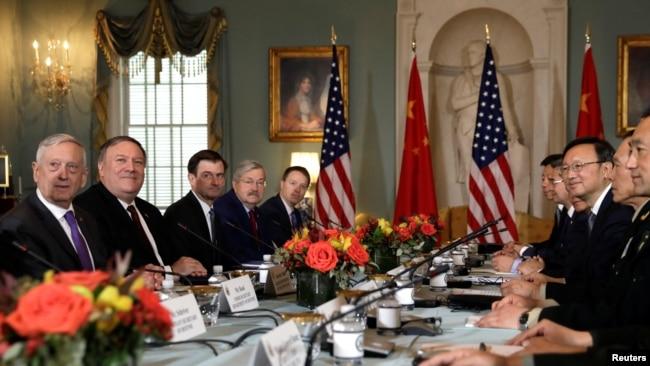 Quan chức Mỹ và Trung Quốc trong cuộc họp hôm 9/11.