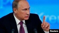 ولادیمیر پوتین در سخنرانی آخر سال خود. در مسکو. ۱۸ دسامبر۲۰۱۴