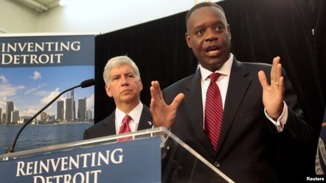 Detroit Emergency Manager Kevyn Orr addresses the media as Michigan Governor Rick Snyder listens during a news conference about filing bankruptcy for the city of Detroit in Detroit, Michigan, July 19, 2013.