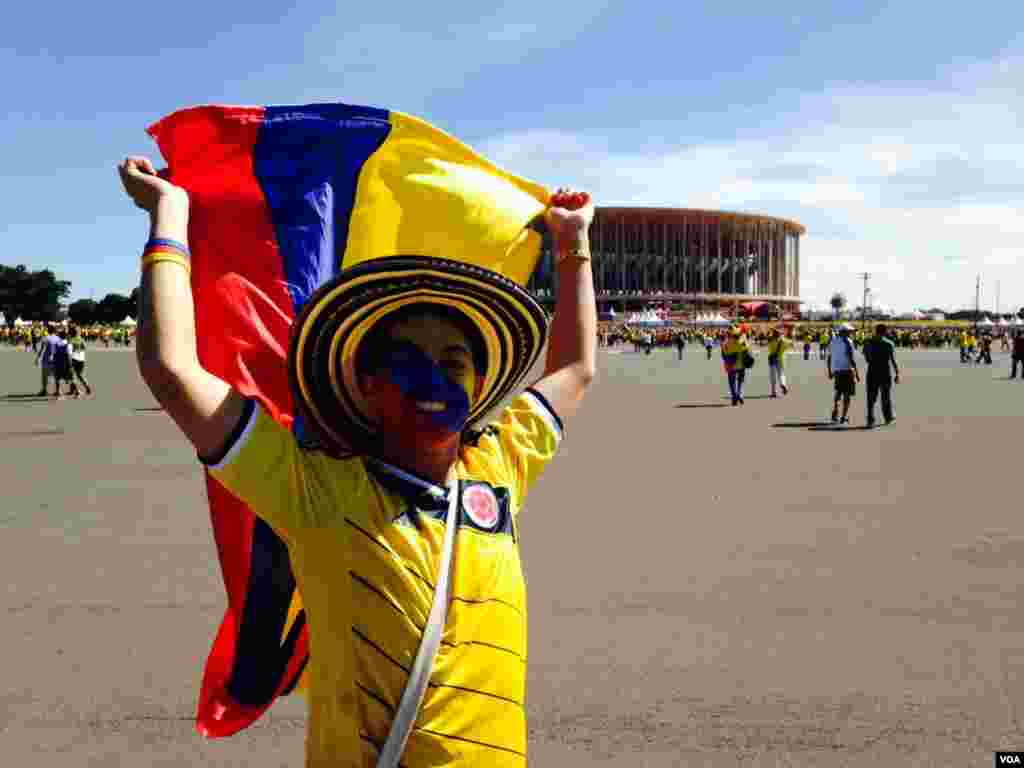 A Colombian fan outside the stadium in Brasilia, June 19, 2014. (Nicolas Pinault/VOA)