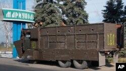 یک خودروی امنیتی ارتش در حال نگهبانی در شرق اوکراین – بندر ماریوپل، ۶ شهریور