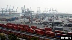 El secretario del Trabajo se reunirá el martes con las ambas partes del conflicto portuario.