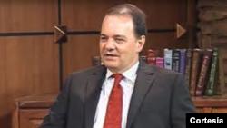 Robert Macaulay dialoga sobre el marco histórico de la investigación Muller