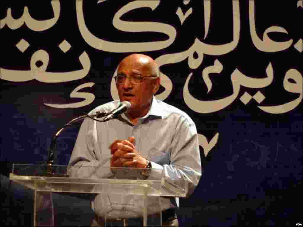 کانفرنس میں شریک امجد اسلام امجد