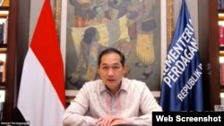 Menteri Perdagangan Muhammad Lutfi mengatakan kinerja ekspor dan impor Indonesia membaik seiring dengan keluarnya Indonesia dari resesi (VOA)