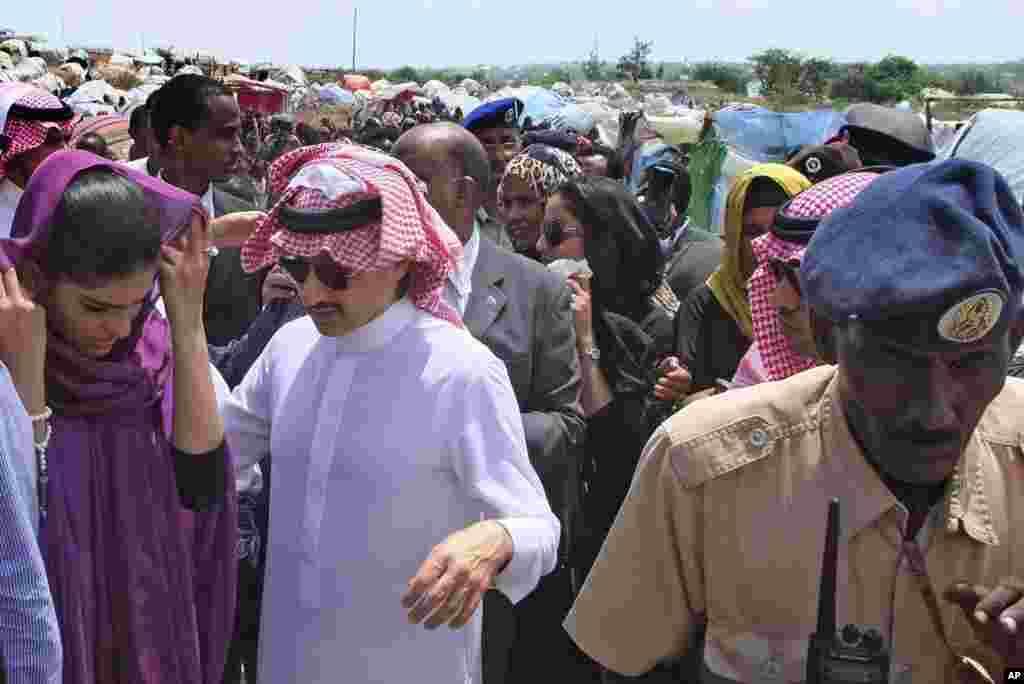 Amiir Al-Waleed bin Talal Bin Abdulaziz Alsaud, oo ku sugan xeryaha barakacayaasha