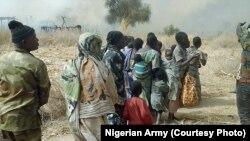 Sojojin Najeriya sun ceto wasu mutane a bayan da suka fatattaki 'yan Boko Haram daga wani sansaninsu dake dajin Sambisa a Jihar Borno