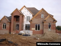 A house being built in Kentucky in the early 2000s.