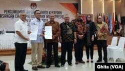 KPU, Bawaslu, KPK , serta Perwakilan dari TKN Jokowi-Maruf dan BPN Prabowo-Sandi dalam acara Pengumuman LHKPN Capres dan Cawapres Pemilu 2019, di Gedung KPU, Jakarta, Jumat, 12 April 2019. (Foto: VOA/Ghita).