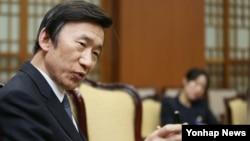 26일 윤병세 한국 외교부 장관이 서울 종로구 도렴동 외교부 청사에서 '연합뉴스'와 인터뷰를 하고 있다.