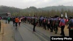 ကခ်င္ ဘိန္းခင္းဖ်က္ဆီးေရးအဖြဲ႔၀င္မ်ား ( သတင္းဓါတ္ပံု-Jade Land Kachin Facebook)