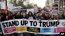 People march in London against U.S. President Donald Trump's ban on travelers and immigrants from seven predominantly Muslim countries entering the U.S., Feb. 4, 2017. Thousands of marched on Parliament to demand that the British government withdraw its invitation to Trump.