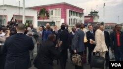 A U.N. Security Council delegation arrives in Burundi, Jan 21, 2016. (Photo: M. Besheer / VOA)