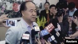 2012年10月11日莫言在獲諾貝爾獎後於家鄉山東接受媒體採訪