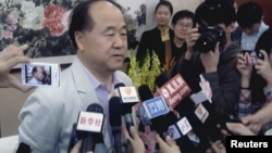 Chinese writer Mo Yan at news conference in his hometown Gaomi, Shandong province, October 11, 2012.