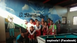 Carlos Spínola com colegas voluntários da Cruz Vermelha