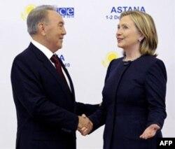 """""""Bu asrda muvaffaqiyat qozonishni istasangiz, inson huquqlarini e'zozlashni o'rganishingiz kerak"""", - dedi Xillari Klinton."""