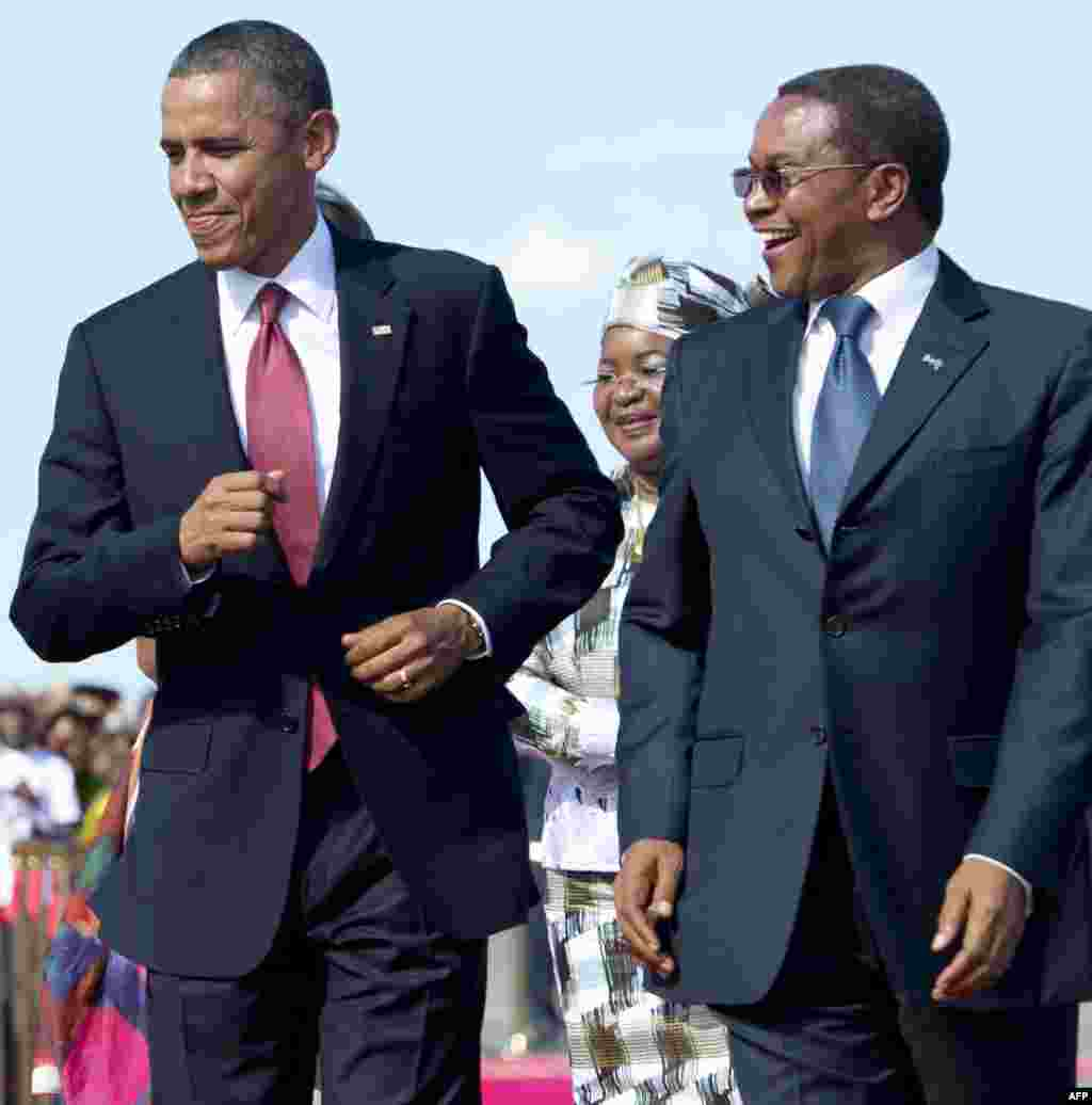 US President Barack Obama (L) dances to music alongside Tanzanian President Jakaya Kikwete upon arrival on Air Force One at Julius Nyerere International Airport in Dar Es Salaam, Tanzania, July 1, 2013.