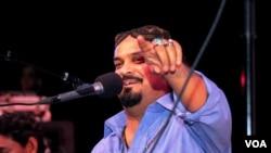 Amjad Sabri, who was gunned down June 22, 2016, in Karachi, performed at a Qawwali concert in Annandale, Virginia, in 2013. (Saqib Ul Islam/VOA)