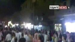 آسوشیتد پرس - تظاهرات مردم سوریه در دیرالزور - هفتم ماه اوت ۲۰۱۱