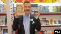 Издатель Уилл Эванс из Техаса без ума от современной русской литературы.