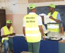 São Tomé e Príncipe: Mais de 100 mil eleitores procuram novo Presidente - 2:03