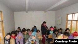 Suriyaning Amuda shahrida kurd bolalari ona tilini o'rganmoqda