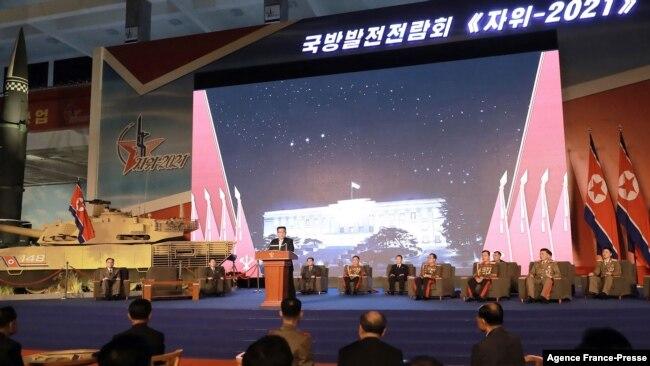 김정은 북한 국무위원장이 11일 3대혁명 전시관에서 개막한 '자위-2021' 국방발전전람회에서 연설했다.