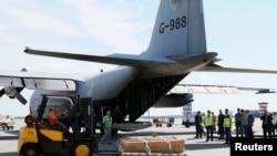 Phiến quân thân Nga bị tố cáo bắn rơi máy bay cho biết đã trao trả 282 thi hài và những bộ phận thi thể của 16 người khác.