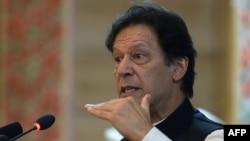 عمران خان وايي، افغان جګړې پر پاکستان هم منفي اغېز کړی دی.