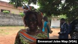 Linda Douanla, étudiante et s'intéresse à l'accaparement des terres par les agro-industriels au Cameroun, à Yaoundé, le 12 juin 2019. (VOA/Emmanuel Jules Ntap)