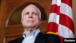 Ông McCain và đoàn thượng nghị sĩ thuộc Ủy ban Quân vụ Thượng viện của Hoa Kỳ đã tới thăm Việt Nam trước khi sang Singapore để dự Đối thoại Shangri-La.