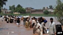 Evakuacija stanovništva iz predela pogodjenih poplavama u Pakistanu 31. jul 2010.