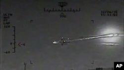 ABŞ Donanmasının açıqladığı şəkil İran gəmisindən atılan ballistik raketi göstərir. 9 yanvar, 2016.