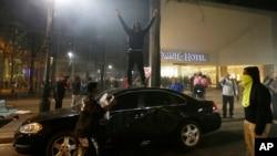 2016年9月21日示威者抗议北卡罗来纳州的夏洛特市警察枪杀一名非洲裔美国人。