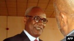 L'ex-ministre camerounais de l'Intérieur, Marafa Hamidou Yaya, attend l'ouverture de son procès pour détournement de fonds publics en cas de scandale concernant l'acquisition d'un avion présidentiel, à Yaoundé le 16 juillet 2012.. Photo AFP: Reinnier Kazé