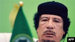 Nhà lãnh đạo Libya Moammar Gadhafi nói ông không thể từ chức vì ông không nắm giữ chức vụ chính thức nào cả trong chính phủ