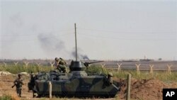 Quân đội Thổ Nhĩ Kỳ ở thị trấn biên giới Akcakale, gần thị trấn do phe nổi dậy Syria kiểm soát Tel Abyad, ngày 5/10/2012.