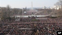 Kerumunan masyarakat pada saat acara pelantikan Presiden Obama 20 Januari 2009. Pelantikan masa jabatan kedua Obama, 21 Januari 2013 ini tampaknya akan lebih sederhana.