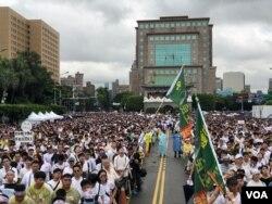 2019年6月23日台灣人在總統府前的凱達格蘭大道上集會,抗議中國通過紅色媒體影響台灣政治、侵蝕台灣自由民主。(蕭洵拍攝)